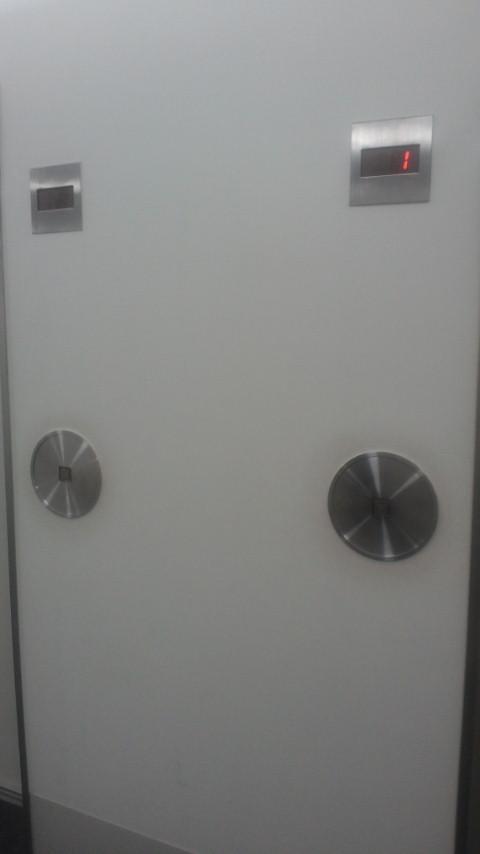 【地震】仕事場のエレベーター